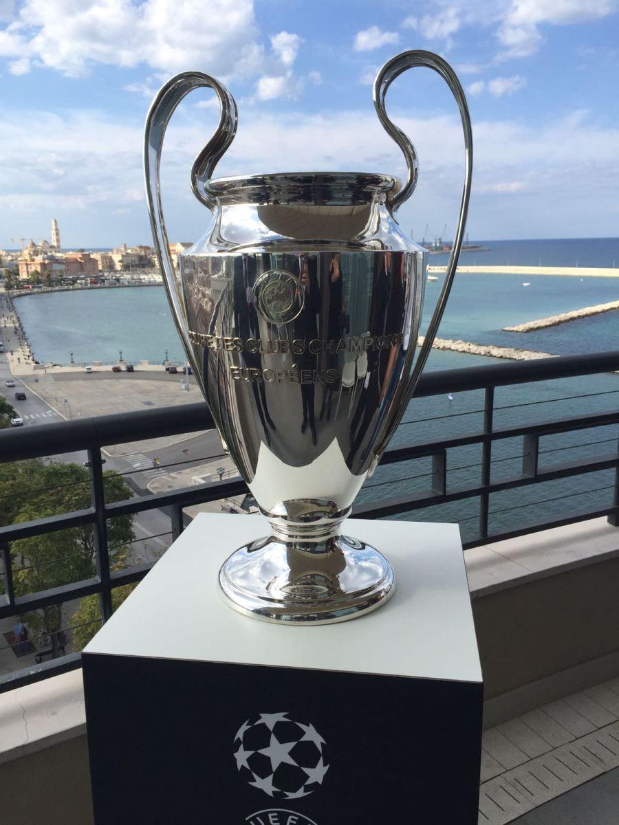 A Bari torna la Coppa dei Campioni In mostra il trofeo e le foto delle finali